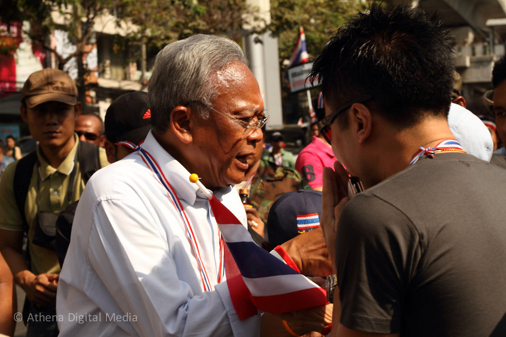 Suthep Thueaksuban greets supporters